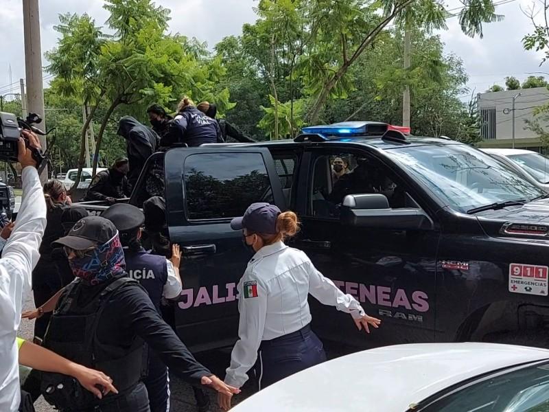 Se manifiestan para exigir justicia por menores abusadas; hay detenidas