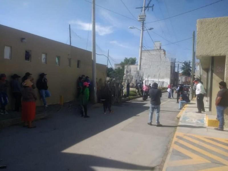 Se manifiestan pobladores de Amozoc ante tarifas elevadas de luz