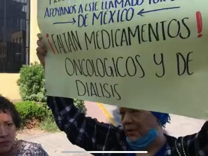 Se manifiestan por falta de oncólogos en ISSSTE