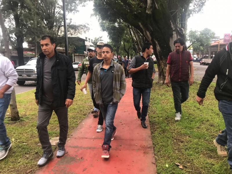 Se manifiestan cortadores de aguacate en Uruapan