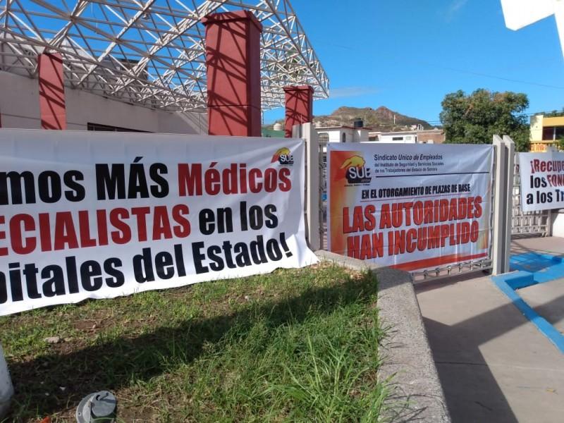 Se manifiestan sindicalizados de ISSSTESON por desabasto de medicamentos