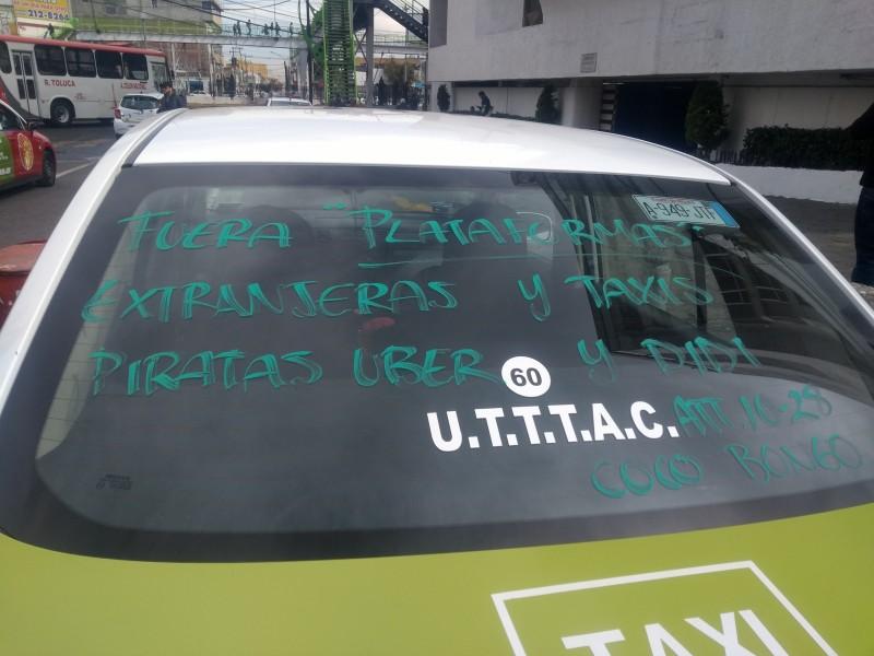 Se manifiestan taxistas en contra de UBER