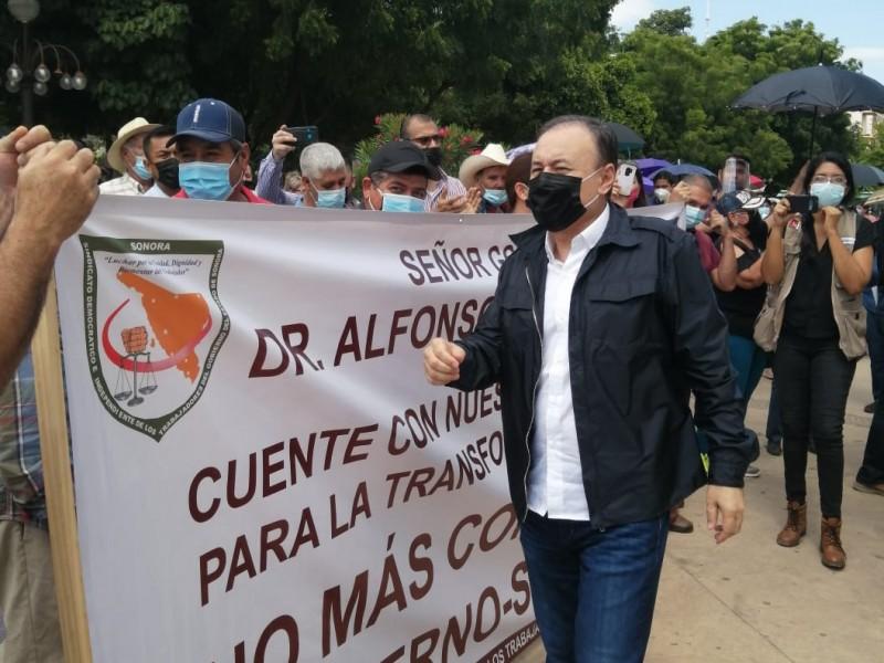 Durazo sale de Palacio para atender manifestación