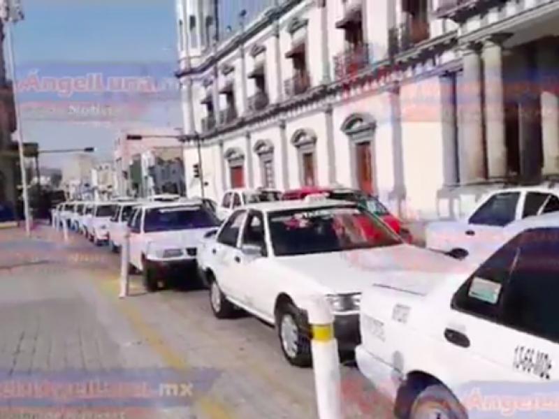 Se manifiestan taxistas, piden tolerancia de la SEMOVI