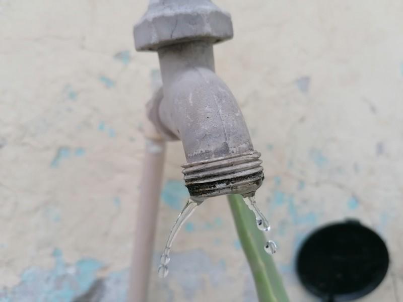Se quejan de baja presión del agua por las noches