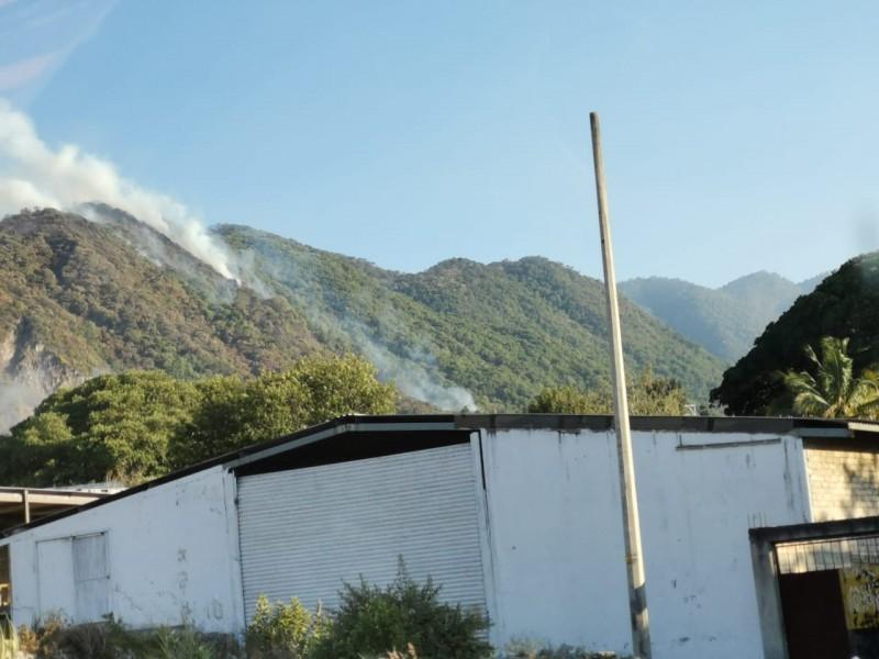 Se reactivó incendio en cerro de San Juan