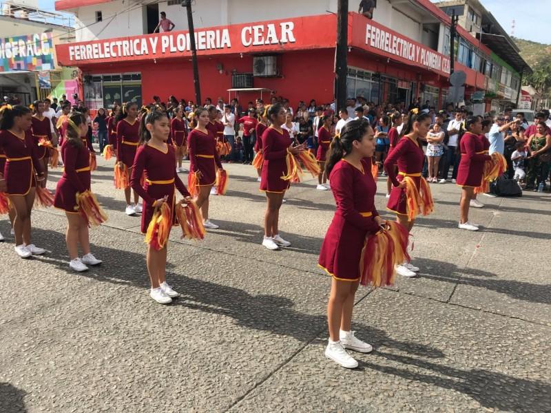Se realiza desfile alusivo al 20 de Noviembre