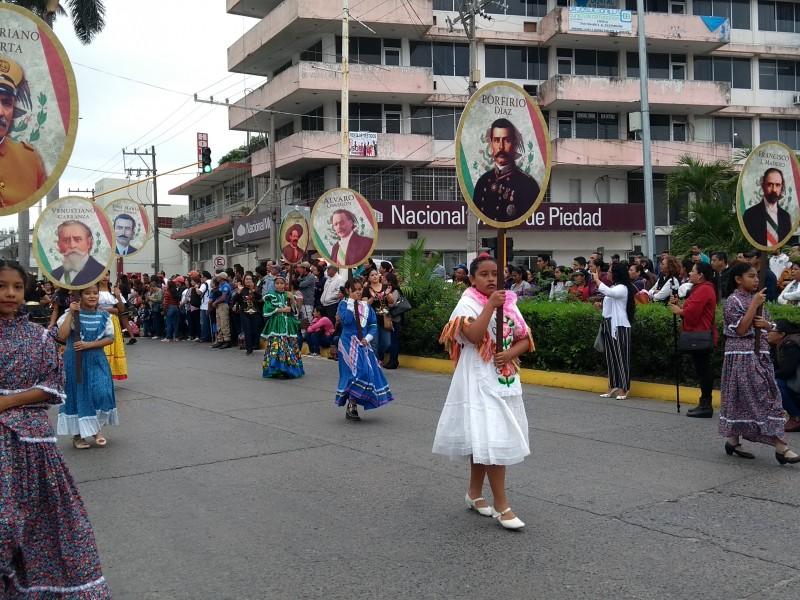 Se realiza Desfile del 20 de Noviembre