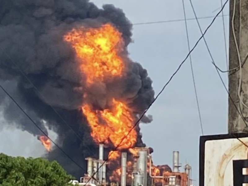 Se registra explosión en refinería de Minatitlán