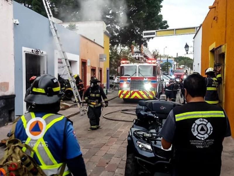 Se registra incendio en comercio del centro histórico por cortocircuito