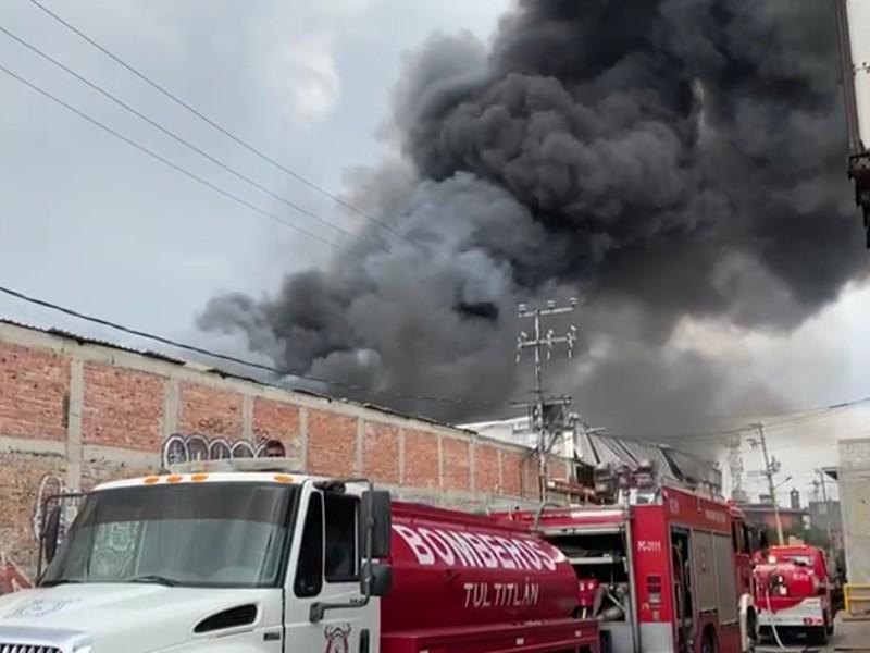 Se registra incendio en fábrica de colchones en EdoMex