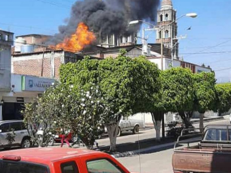 Se registra incendio en templo de San Juan Nuevo, Parangaricutiro
