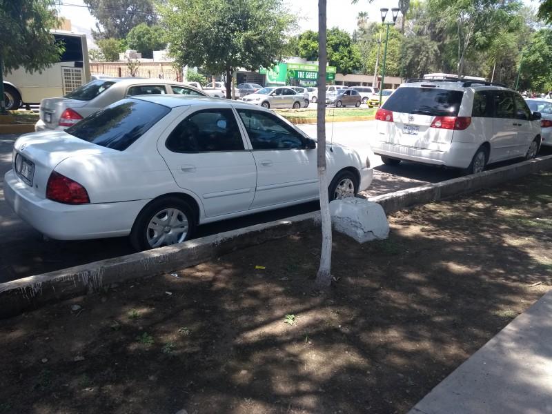 10 mil multas en vehículos mal estacionados