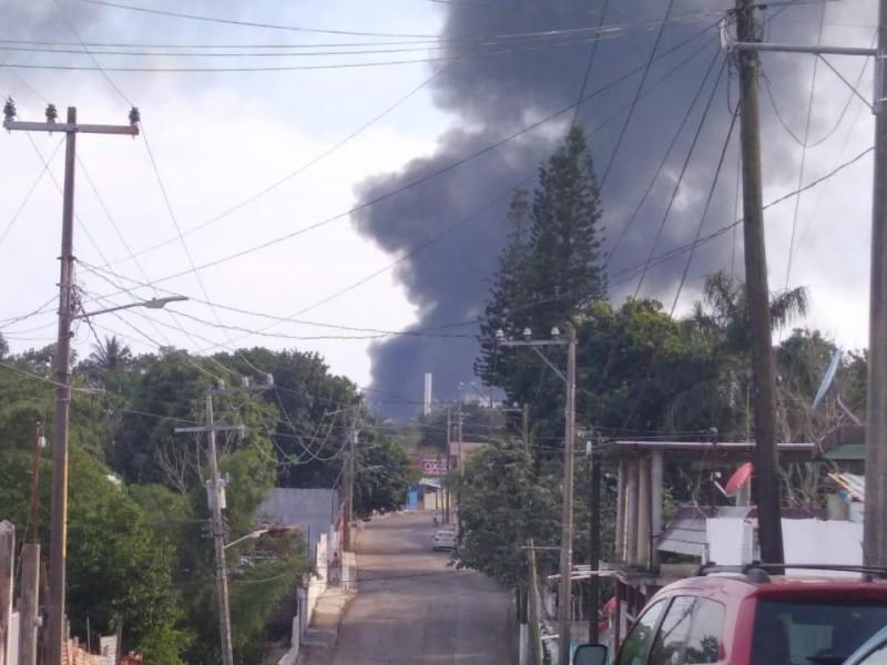 Se registran explosiones en refinería de Minatitlán
