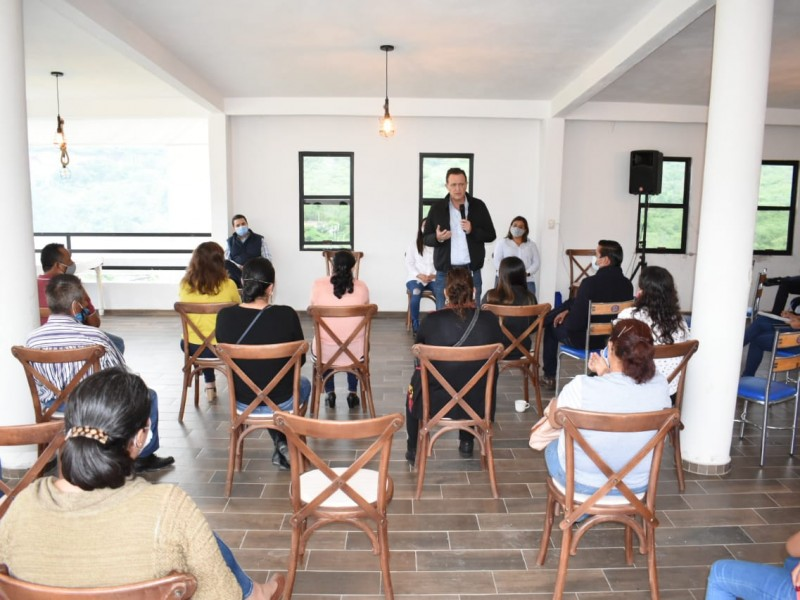Se reúne Mauricio Kuri  con líderes de la Sierra