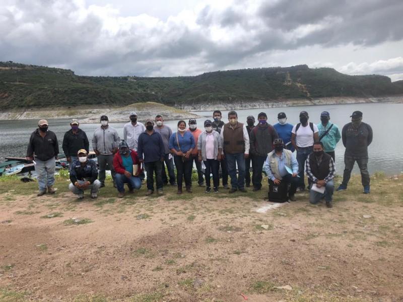 Se reúnen cooperativas de pescadores en Querétaro