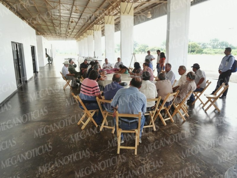 Se reúnen Transportistas con autoridades migratorias
