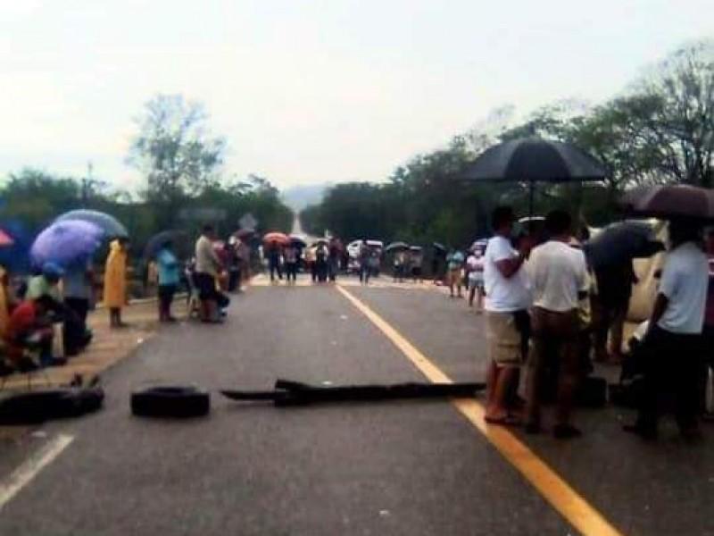 Se rompe el diálogo; reactivan bloqueo carretero en El Coyul