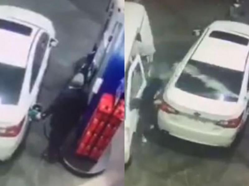 Se salva de ser asaltado rociando gasolina en los ladrones