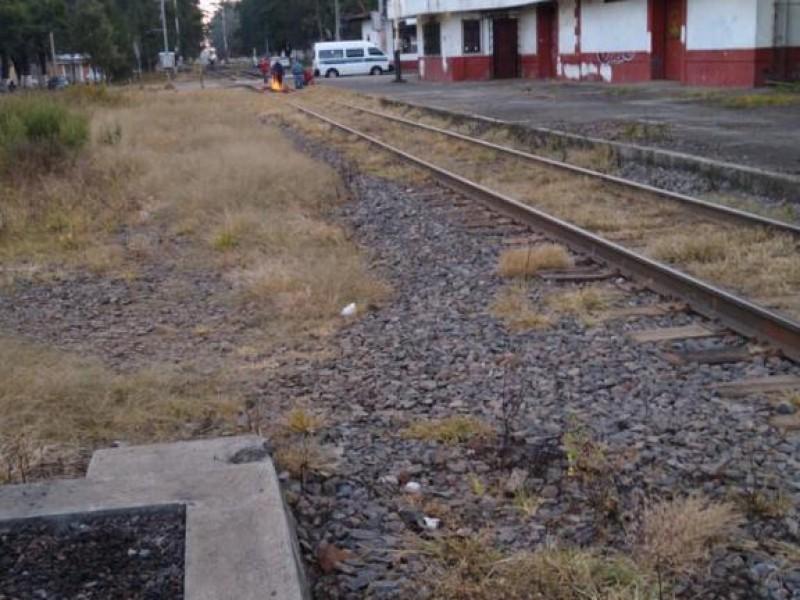 Se suma Pátzcuaro a bloqueos de vías férreas