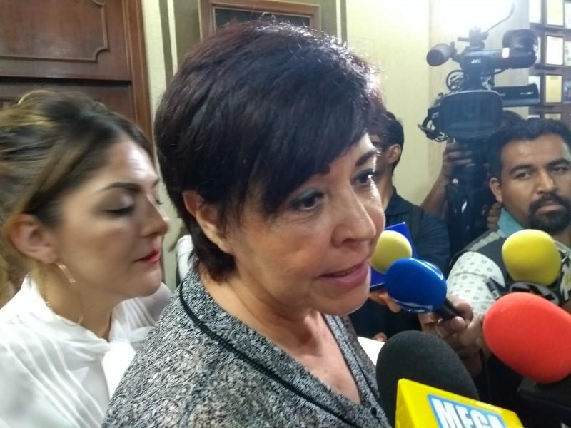Se va regidora de campaña con López Santillana