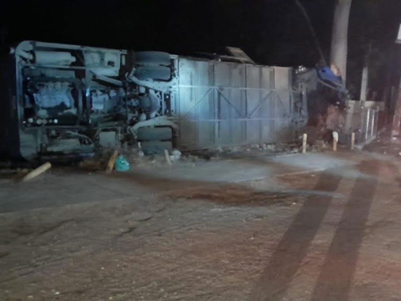 Se vuelca tráiler en Tamaulipas, hay 20 heridos graves