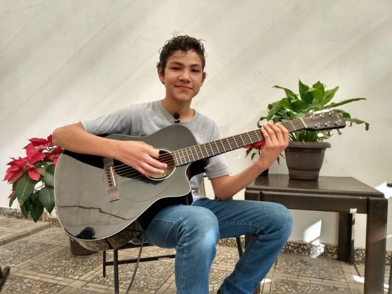 Sebastián participará en concurso de Disney por su talento musical