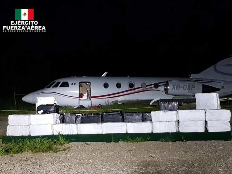 Sedena detiene avioneta y asegura 1,356 kg de cocaína