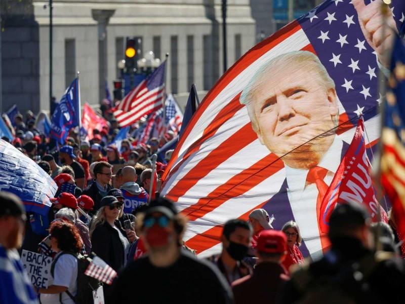 Seguidores de Trump toman Washington para defenderlo