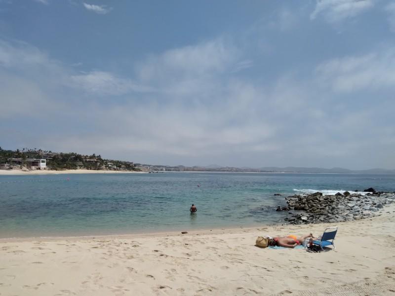 Seguirán operando playas certificadas con aforo del 30%