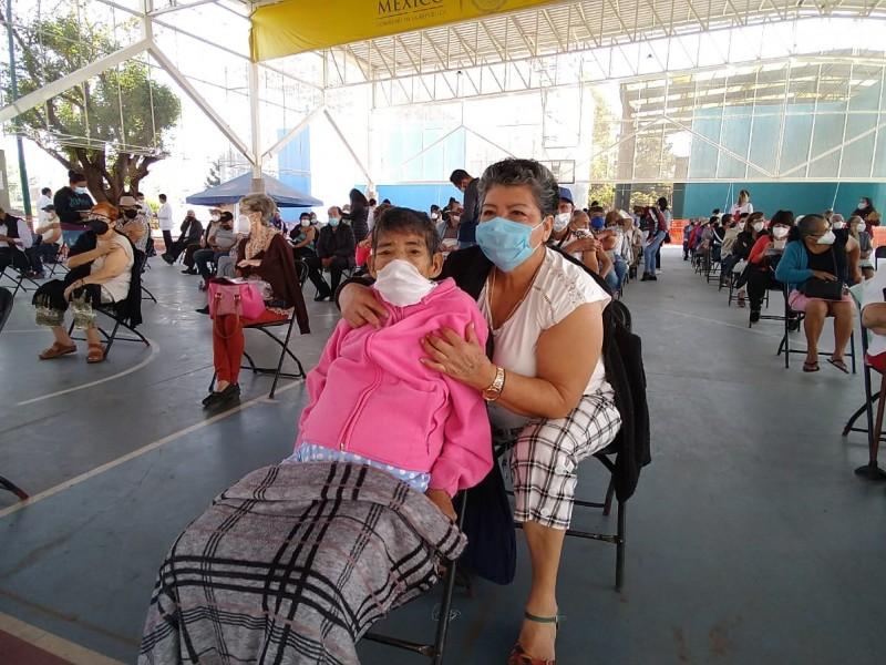 Segunda dosis de vacuna trae alivio a adultos mayores