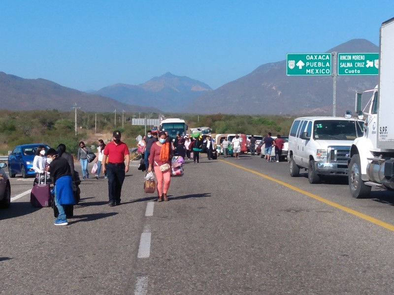 Segundo día de bloqueos por presidentes istmeños inconforma a ciudadanos