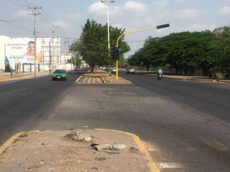 Semáforos causan cáos vial frente a Forum