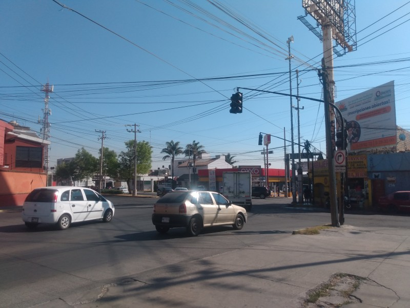 Semáforos inservibles en Metepec