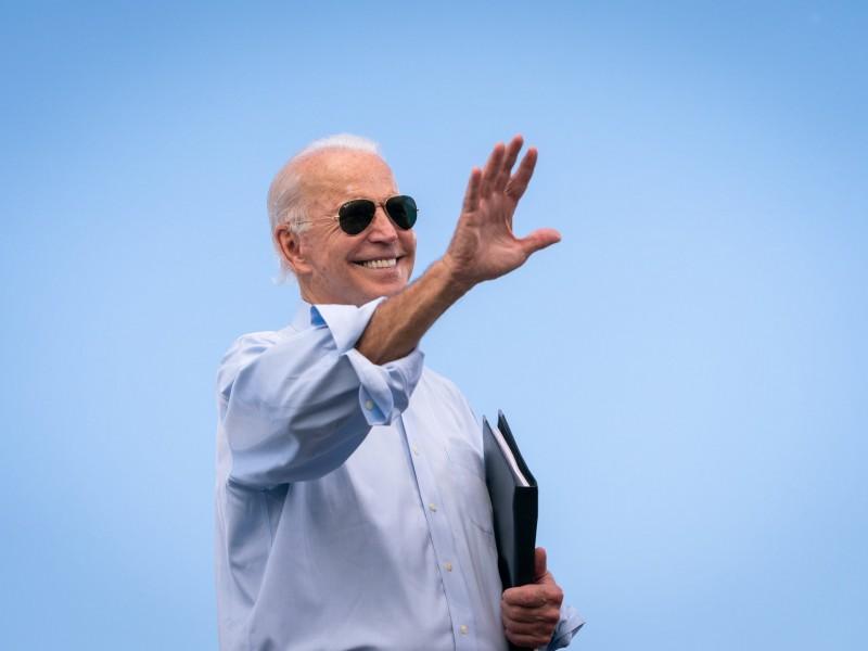 Senado aprueba plan de alivio económico y Biden celebra