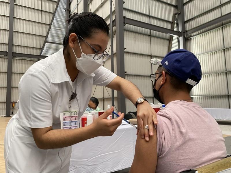 Senadores piden reforzar vacuna Cansino para maestros en Veracruz