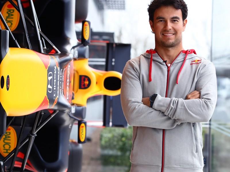 Sergio Pérez recorre Red Bull por primera vez