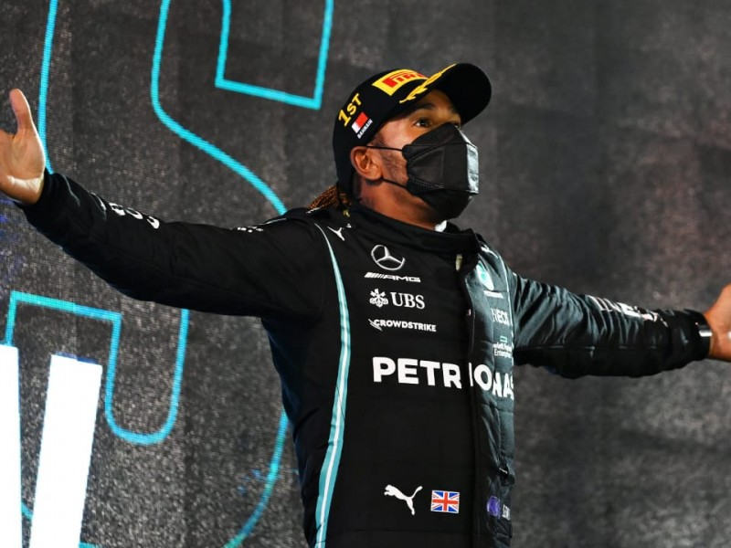 Sergio Pérez remonta y cierra en 5to; Hamilton consigue victoria