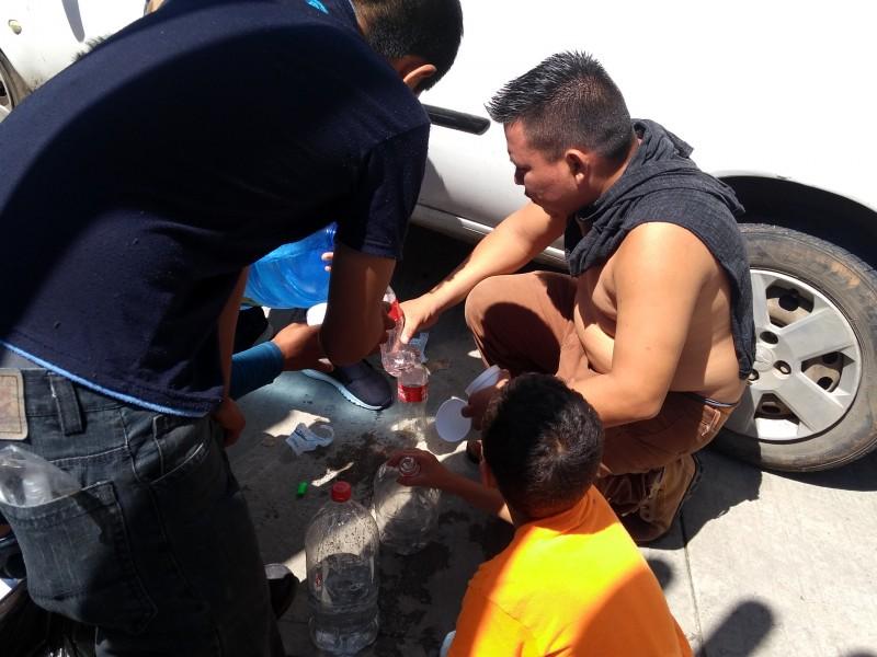 Servicios de salud, agua y comida demandan migrantes