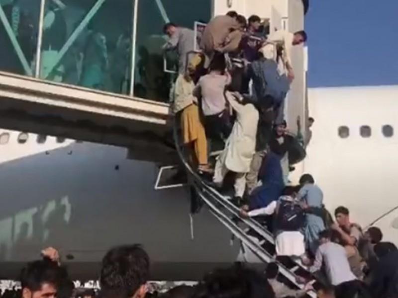 Siete muertos tras caos en el aeropuerto de Kabul