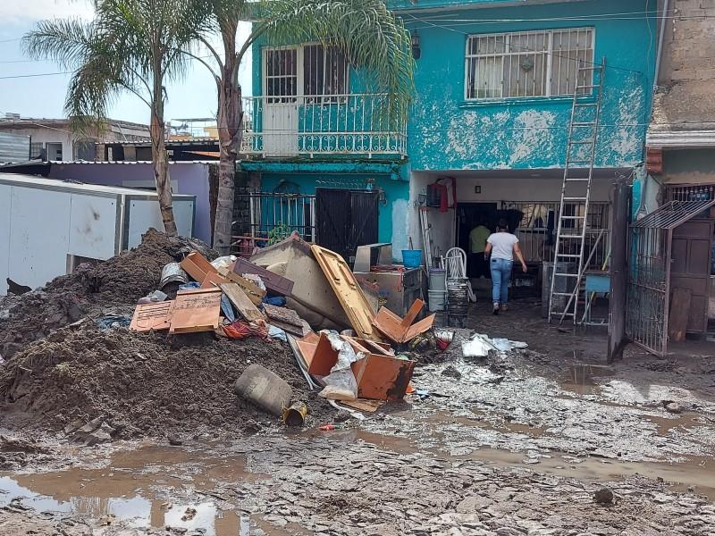 Sigue limpieza tras inundación en Arenales Tapatíos