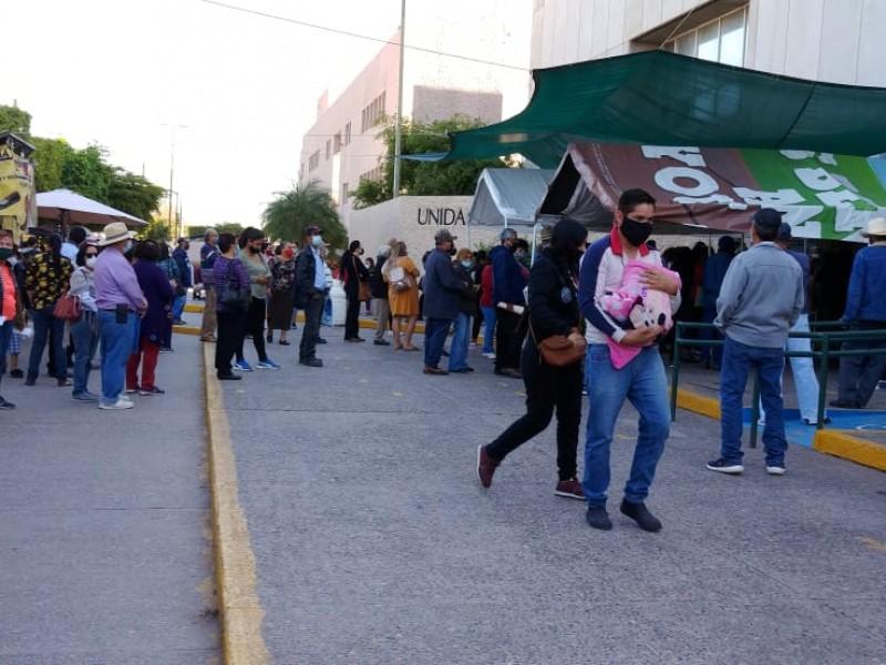 Siguen aglomeraciones en el Instituto Mexicano del Seguro Social