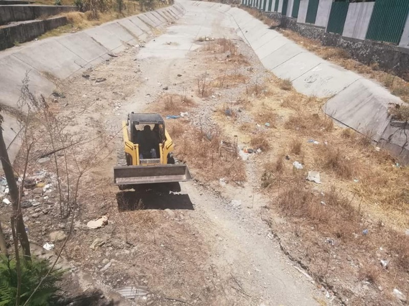 Siguen arrojando basura en arroyos de Xalisco
