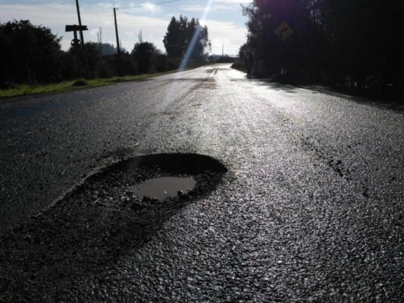 Siguen daños en carreteras por depresión