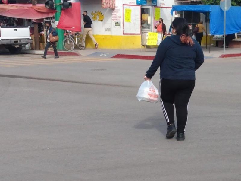 Siguen haciendo uso de bolsas plásticas en Empalme