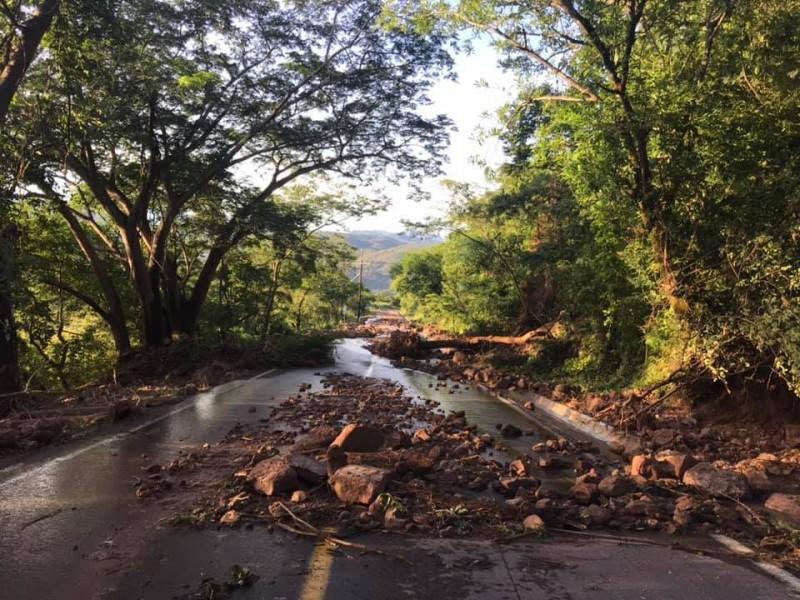 Siguen incomunicados en  comunidades de Huajicori