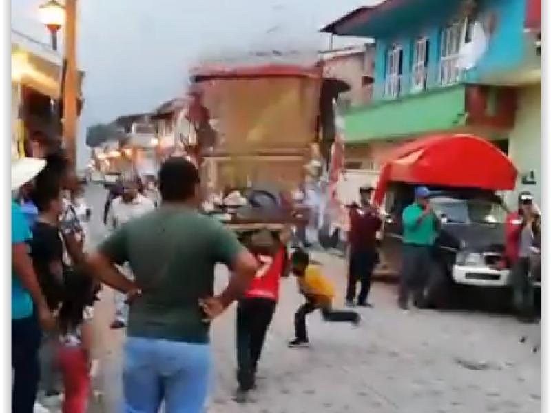Siguen las fiestas en Xico, celebran a Santa Elena