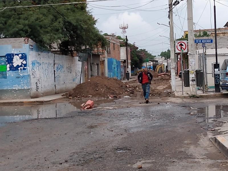 Siguen obras en escuela y calle de Carrillo