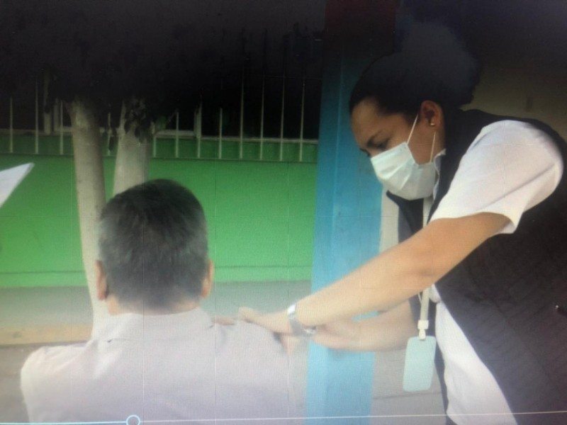 Sin adultos para vacunar en la Primaria Rosario Castellanos
