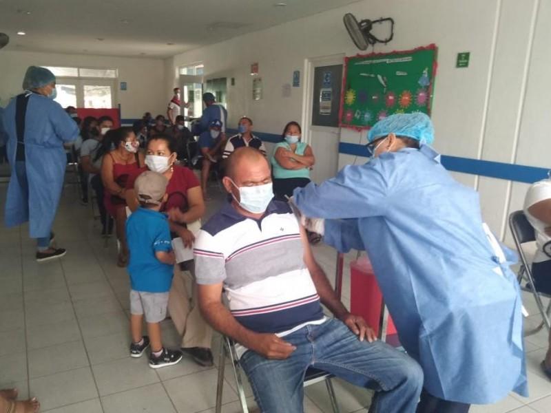 Sin contratiempos, inicia vacunación anticovid en Coahuayutla